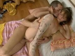 Boyfrend fondles his pretty bit of San Quentin quail girlfriend in a bath.